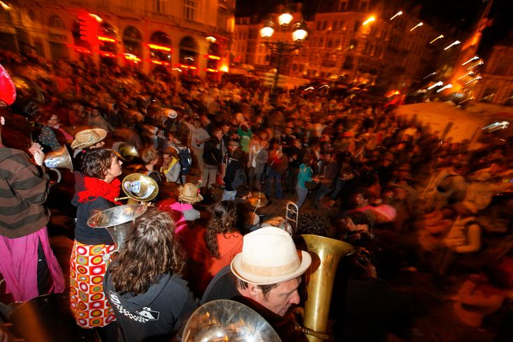 Ambiance nocturne et festive à la Braderie.  © OTC Lille / Laurent Ghesquière