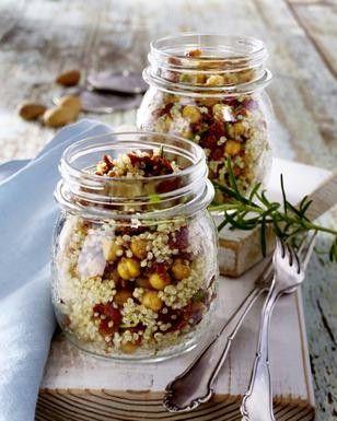 Das Rezept für Quinoa-Salat mit getrockneten Tomaten und weitere kostenlose Rezepte auf LECKER.de