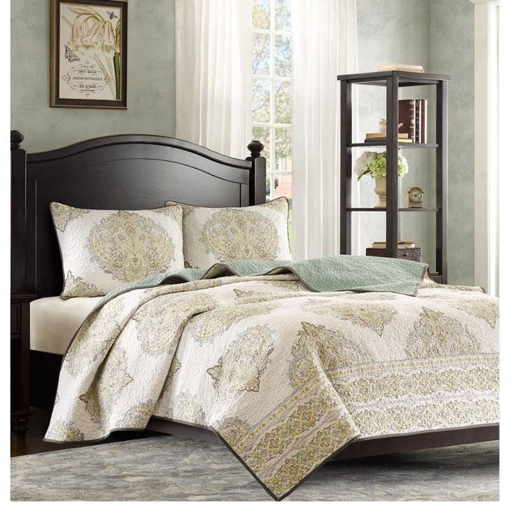 Elegant Modavi Damask Cotton Quilt