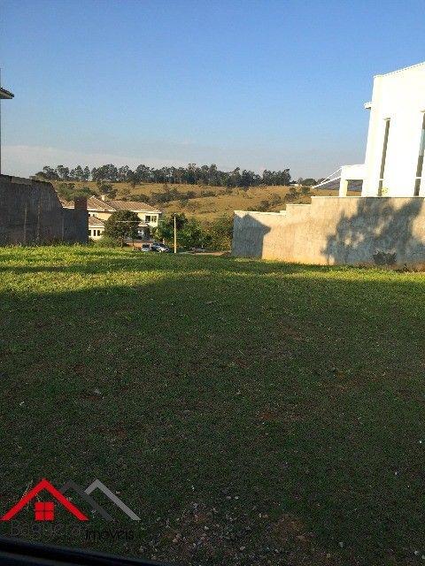 Excelente terreno de 528m2 no condomínio fechado Reserva da Serra em Jundiai.  Condomínio com segurança 24hrs, campo de futebol, churrasqueira, piscina, pista de cooper, playground, quadra poli-esportiva, quadra de tênis, academia, salão de festas, salão de jogos, e lago. Localizado na Rodovia Dom Gabriel P.B. Couto Km 72 , apenas 50min de São Paulo, e 30min de Campinas. Aceita financiamento!!! Estuda permuta com casa de até 650mil, ou apartamento de até 400mil em Jundiai.