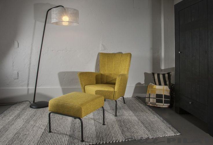 FAUTEUIL MAUD MET HOCKER met retro uitstraling   #allepilat #fauteuil #hocker #retro #stof #chroom #rvs