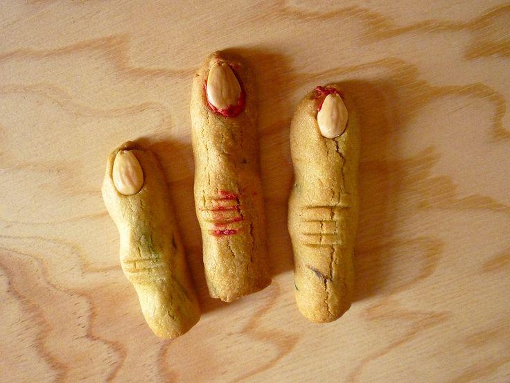 Doigts de sorcière. 5 € les trois Biscuit amande à l'italienne.   by Pâtisserie Chez Bogato 7 rue Liancourt, Paris 14e. Ouvert du mardi au samedi de 10h à 19h. Tel. 01 40 47 03 51 Cake Design Birhtday cake Gâteau d'anniversaire