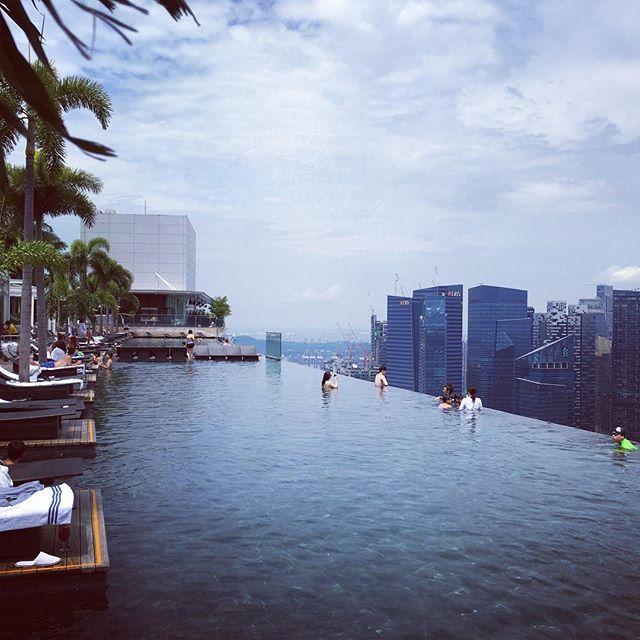 【resort.baito】さんのInstagramをピンしています。 《マリーナベイサンズ 屋上のプール夜はディスコやBARも楽しめちゃいます!!! 【シンガポールHalu会員制ラウンジ】  シンガポールにて、日本の西麻布に会員制ラウンジを持つスペシャリストなメンバーにより、海外会員制ラウンジをプロデュースしております!!! 遊べて、買い物出来て、友達が増えて、パーティーして、癒されて、騒げて、有名人に出会えてら語学勉強出来て今までにない、女性の為の空間を提供します❤️ 友達と一緒も大歓迎(≧∇≦) 現地では日本人スタッフが滞在しているので英語を喋れない方でも安心して働けます。  都内会員制ラウンジもやってまーす  summer#海 #sunset #マリンスポーツ#シンガポール#マリーナベイサンズ#カジノ#instagood #リゾートバイト #リゾートバイト募集 #ocean #留学 #ワーホリ #hawaii #会員制ラウンジ #海外旅行 #fashion #キャバ嬢 #キャバクラ #surf #surfing #高時給 #海外バイト #高収入 #六本木 #西麻布…
