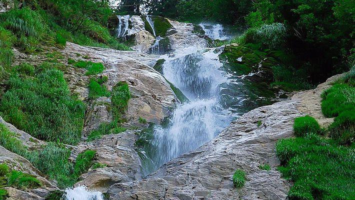 Cascada Cailor O călătorie virtuală prin Maramureş - galerie foto. Vezi mai multe poze pe www.ghiduri-turistice.info Sursa : http://ro.wikipedia.org/wiki/Fișier:Cascada_cailor.jpg
