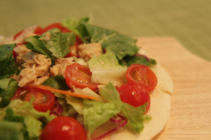 연어 샐러드 피자 레시피 (Salmon Salad Pizza Recipe)
