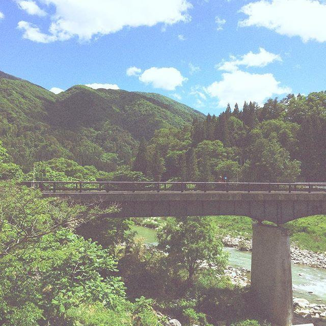 【ken_liu】さんのInstagramをピンしています。 《承托 Support  #亞洲 #日本 #中部 #天空 #晴天 #山 #森 #橋 #雲 #自然 #旅遊 #旅行 #遊記 #hipstamatic #makebeautiful #asia #japan #jaanese #shirakawago #sky #sunny #mountain #forest #bridge #cloud #bridge #travel #blog #blogger #bloggers》