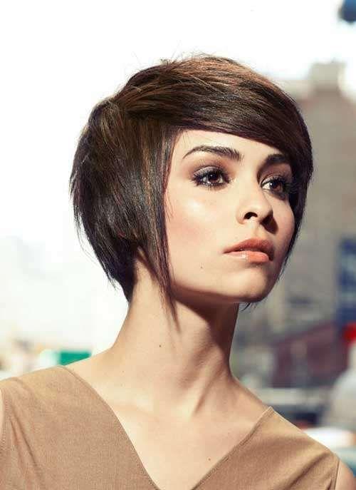 Idee tagli capelli lisci autunno inverno 2016-2017 - A metà tra pixie e caschetto con asimmetrie