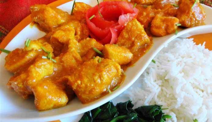 romige surinaamse kip masala met rijst