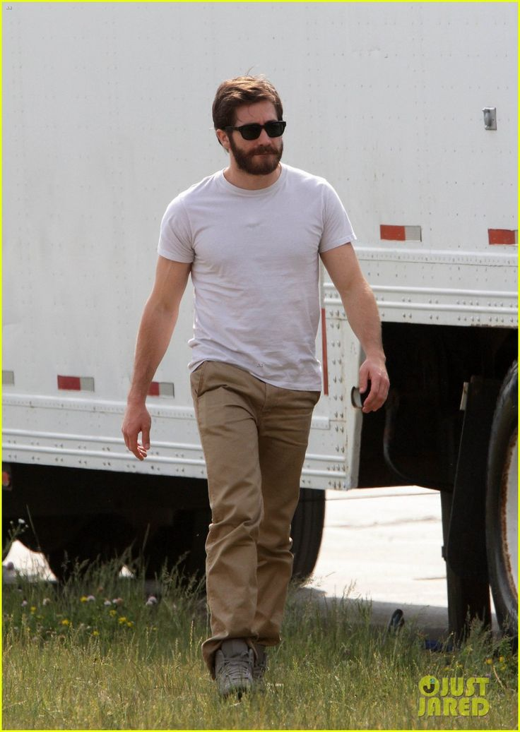 Jake Gyllenhaal: 'An Enemy' with Mélanie Laurent!   ake gyllenhaal an enemy with melanie laurent 01 - Photo