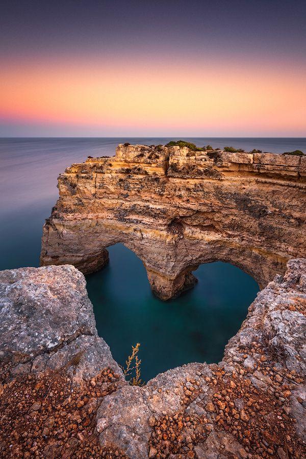 © Dirk Wiemer - www.dirkwiemer.de - Herz der Algarve (Praia da Marinha) - Algarve, Atlantik, Dämmerung, Felsbogen, Herz, Küste, Sonnenuntergang, Portugal