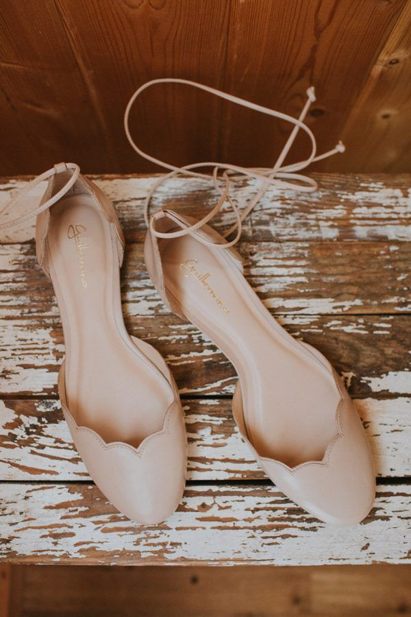 Dainty neutral bridal flats | Hartman Outdoor Photography
