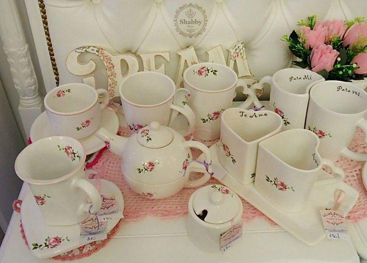 La vajilla más romántica para tus desayunos y meriendas #shabby. Todo con rosas rococo: tazas con plato, teteras, jarros, bandejas...