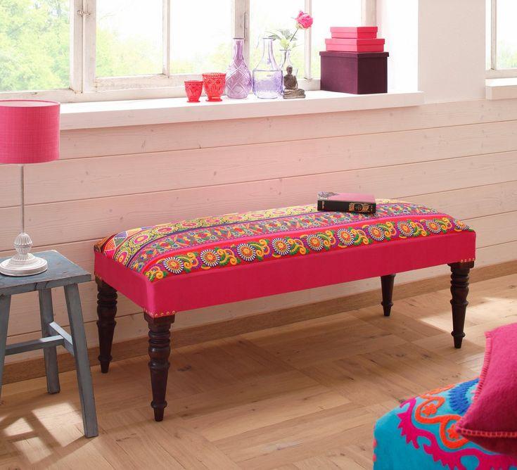 Sitzbank «Sari«, mit Stickereien in strahlenden Farben und geschnitzten Beinen – OTTO