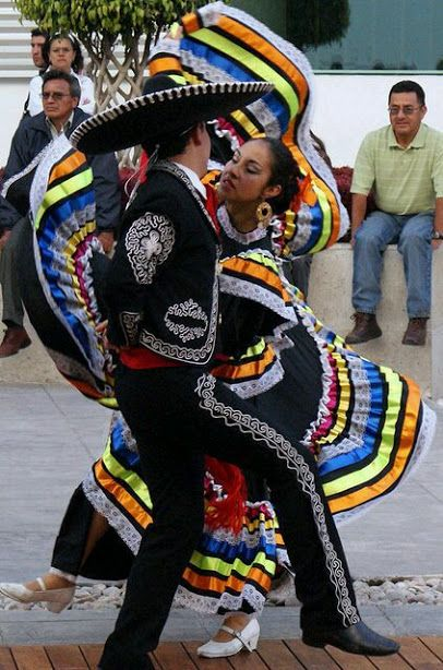 Hermoso Trajes típicos de #Jalisco, #Mexico, bailando el Jarabe Tapatio Olga Patricia González Moreno Beautiful costumes from Jalisco, Mexico, dancing the Jarabe Tapatio Tour By Mexico - Google+