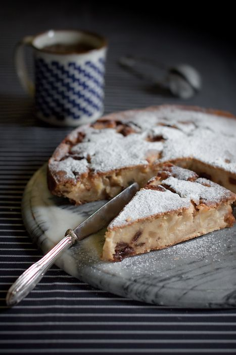 "Torta ""putana"" (Italian recipe) with raisins, cream and pine nuts"
