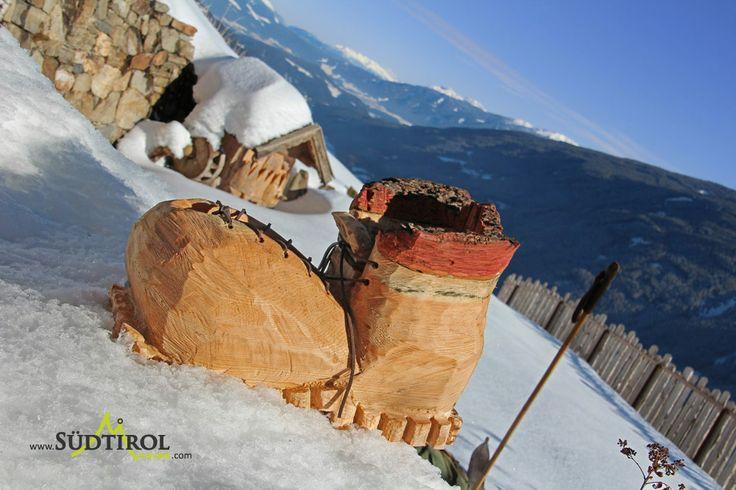 Holzschuh im Schnee