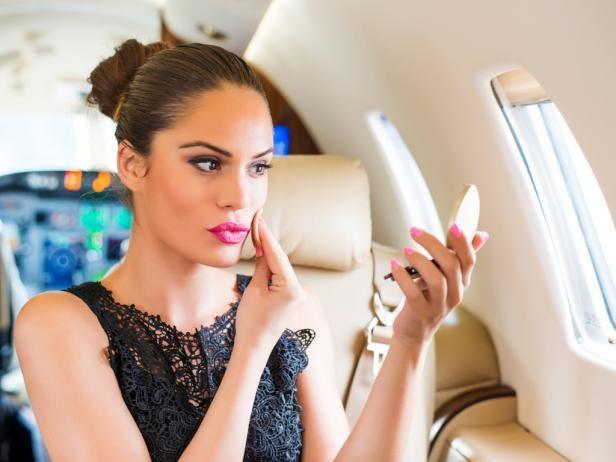 Como cuidar da pele e cabelos em voos longos