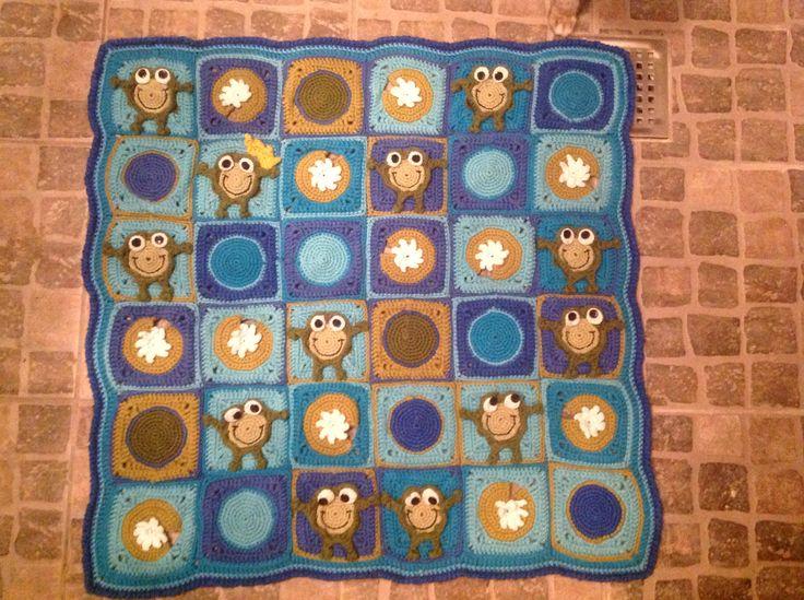 Baby legetæppe opskrift er på engelsk og købt hos: http://www.ravelry.com/patterns/library/frog-frenzy