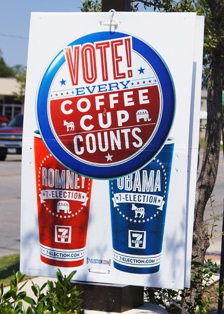 »7-Election«-Kampagne von 7-Eleven: Kaufen Kunden den blauen Becher, stimmen sie für Obama, kaufen sie den roten, stimmen sie für Romney.