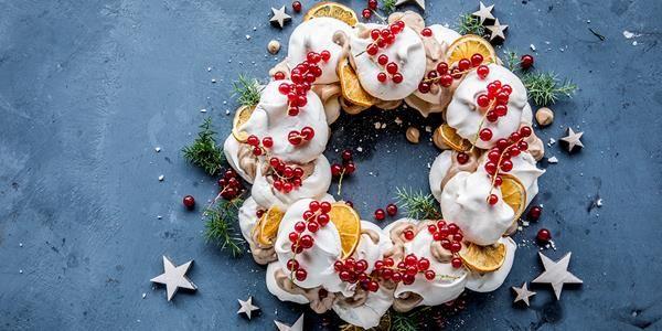 Ostekake med sitrongelé og friske bær er perfekt dessert. Oppskrift på stekefri ostekake, som er lett å lage og smaker nydelig.