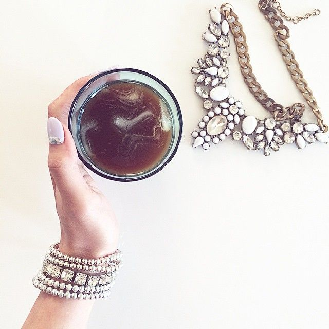 Coffee time with a dash of sparkle ✨ #VSCOcam #vscofood #SuperHubs_food #SuperHubs_minimal #glam #statementnecklace #armparty #icecoffee #minimal | instagram: gilda23