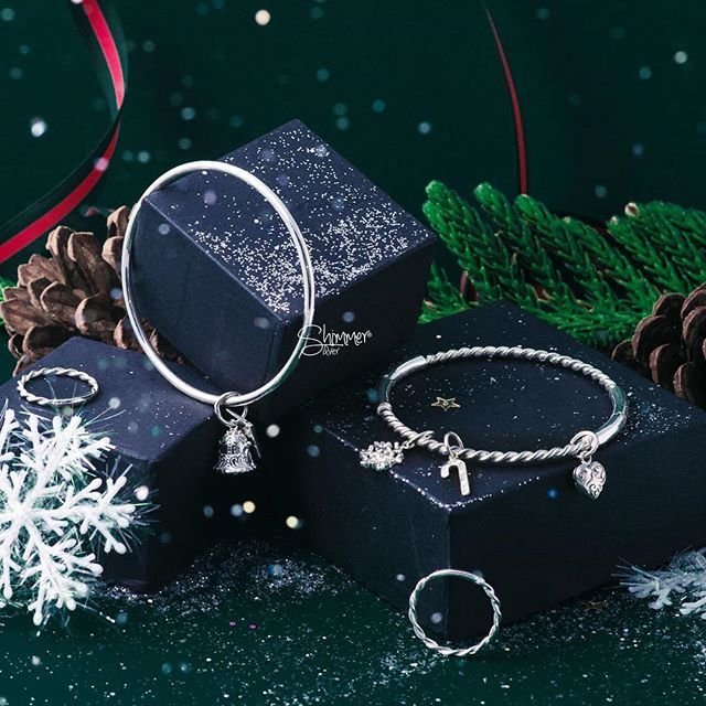 Lovely Christmas Charm and Shimmer bangle Are you ready for the Holidays? -  LET IT SHINE Collection✨ CHRISTMAS 2016  _____________________________  Check more on our website shimmersilver.com  Handmade 925 sterling silver - Made in Vietnam  #shimmersilver #shimmerstore #handmadesilver #silverjewelry #madeinvietnam