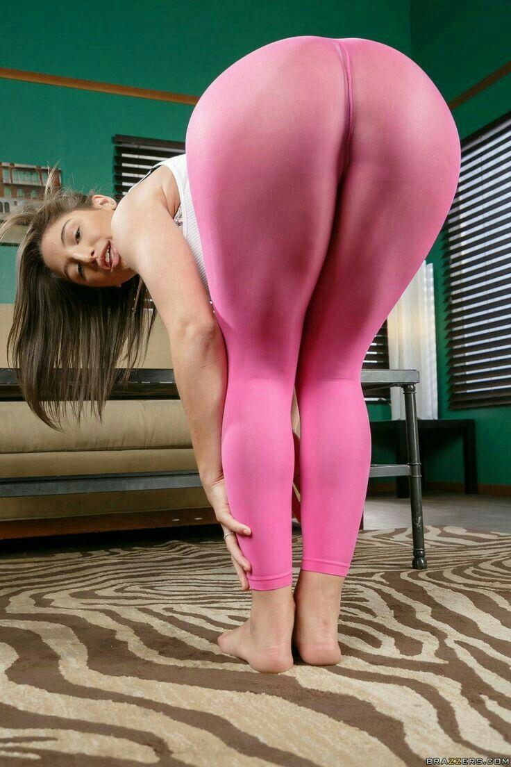 Creep shot nude yoga pants