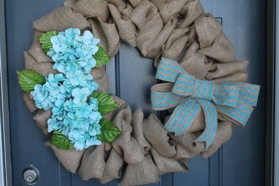 """Items similar to 18"""" guirlande de toile de jute, fleurs d'hortensia bleu aqua, arc de toile de jute de chevron aqua, Couronne de printemps/été, Couronne de printemps/été on Etsy"""