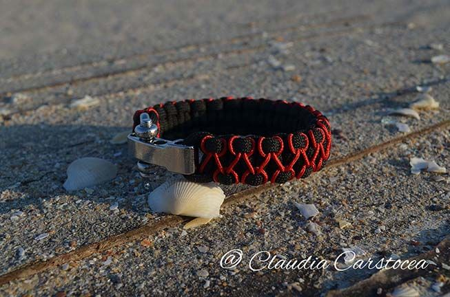 Nautical paracord bracelet #xmas #fashion #gifts #love https://www.alsor.ro/bratari/bratara-nautica-negru-cu-rosu-cu-cheie-de-tachelaj/