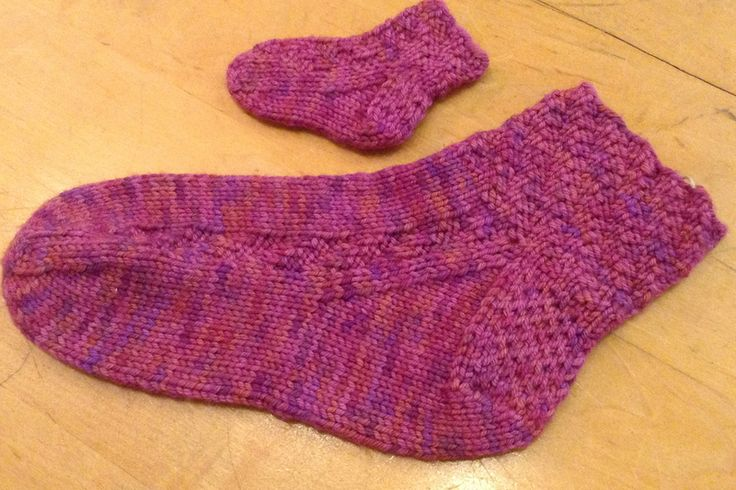 Excited about sock knitting? Become a sock master with Nancy Wynn, a Minnesota-based knitting instructor. If you can knit and purl, you can knit socks!