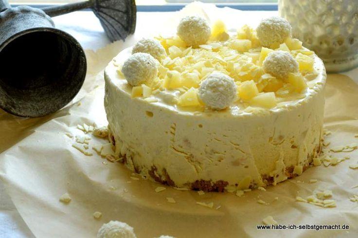 Ein erfrischende Rezept für Ananas Raffaello Eistorte- ganz einfach und schnell mit wenigen Zutaten zubereitet.