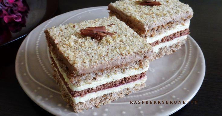 Ak máte radi orechové koláče, určite si skúste upiecť tento jemný, mäkkulinky zákusok, ktorý nám veľmi chutil a preto Vám ho odporúč...