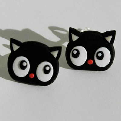 Cute black cat earrings made with polymer clay. #fimo #polymerclay #cat
