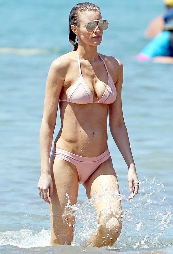 Eddie Murphy's longtime girlfriend Paige Butcher flaunts her bikini body in Hawaii — see the pics