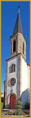 Photo panoramique verticale du clocher-porche de l'église protestante construite au XIXe siècle, rue du Docteur Sieffermann, dans le coeur historique de Benfeld. Photos de Benfeld, histoire de l'église protestante de Benfeld.