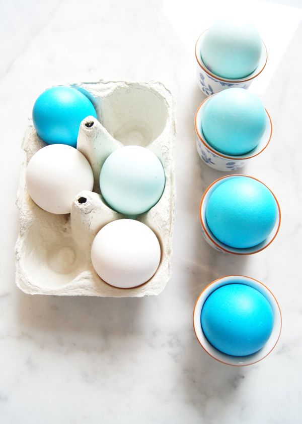 Mini Piccolini - Easy ombré blue dyed Easter eggs