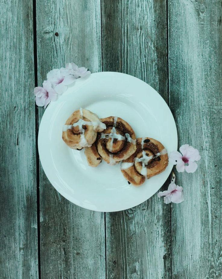 vegan cinnamon rolls   24Karrots Eatery