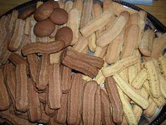 Darálós - avagy gépi keksz Egy jól bevált régi recept...gyorsan megy, és egyszerűbb, mint formákat szaggatni, kiadós...csak kell egy húsdaráló...