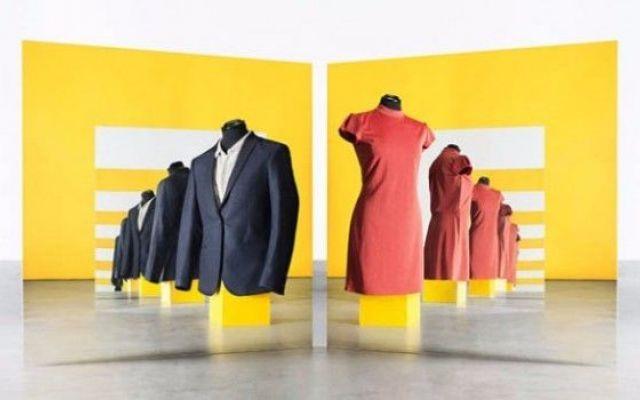 Con ShareWear, presti e scambi vestiti di gran moda. Quando decidiamo di rinnovare il guardaroba, i vecchi abiti finiscono abitualmente nel cassonetto della Caritas, nei mercatini dell'usato, o – quando sono in pessimo stato – nei bidoni della spezzatu #sharewear #moda #sharing