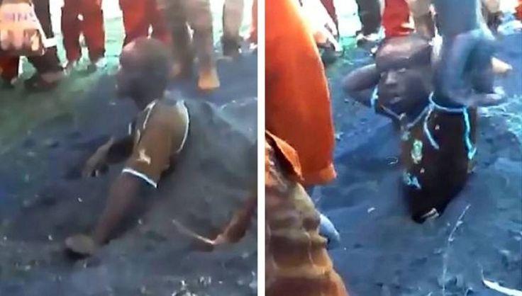Η ΜΟΝΑΞΙΑ ΤΗΣ ΑΛΗΘΕΙΑΣ: Ν. Αφρική: Τον ανάγκασαν να σκάψει τον τάφο του γι...