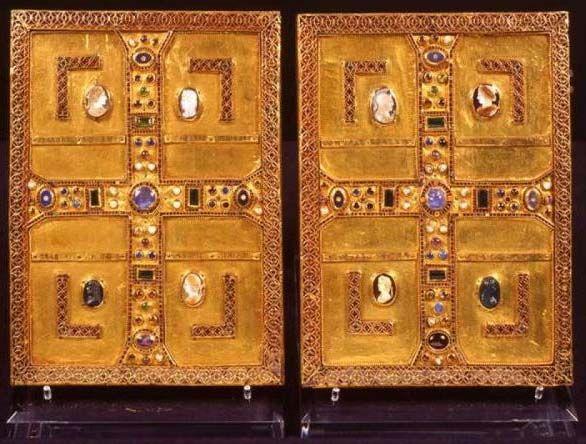 Evangeliario della regina Teodolinda (Queen Teodolinda's gospel cover), Longobard, VII cent. gold sheet, gemstones, roman cameos.
