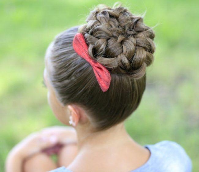 Wiesn Frisuren dutt-hochgesteckte-frisuren-zöpfe-haare-flechten-haarschleife