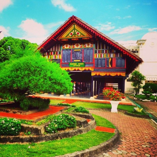 Rumah adat kebanggaan masyarakat Aceh  Photo by @acehvacation  #acehvacation  #wisataaceh  #ig_aceh  #aceh  #indonesia  #indonesia_fotografi