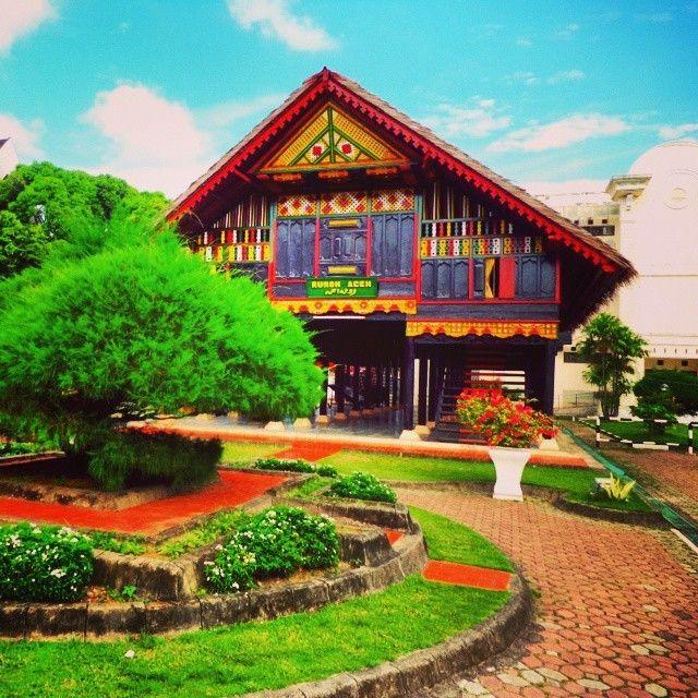 Rumah adat kebanggaan masyarakat Aceh  Photo by @acehvacation  #acehvacation  #wisataaceh  #ig_aceh  #aceh  #indonesia  #indonesia_fotografi