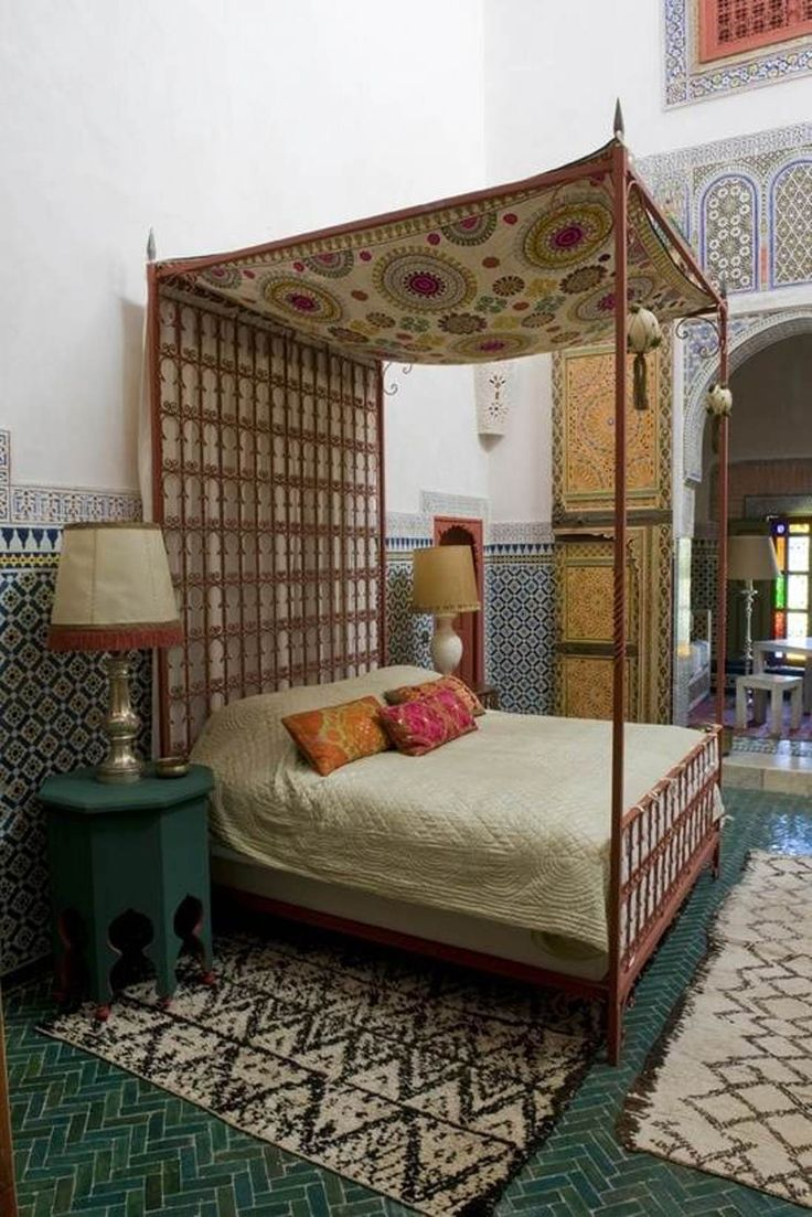 Exotic moroccan bedroom decorating light and deep purple colors - Moroccan Themed Bedroom For Different Look
