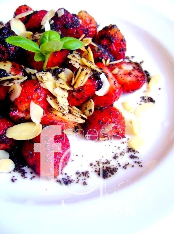 Jahodový salát s makovou zálivkou