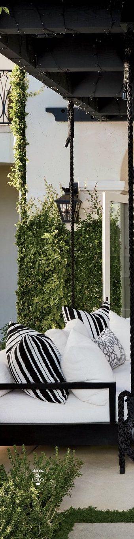 Khloé Kardashian's Outdoor Lounge Area Swing   LOLO❤︎