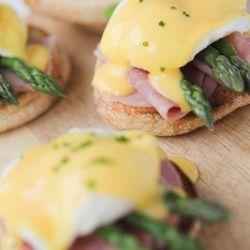 Eggs Benedict with Ham and Asparagus - Brunch Recipe