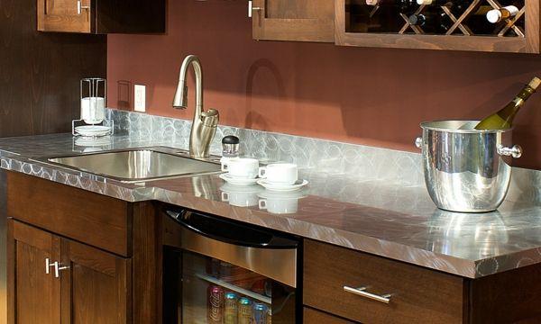 Moderne Küchenarbeitsplatte abhängig vom Interieur Stil auswählen