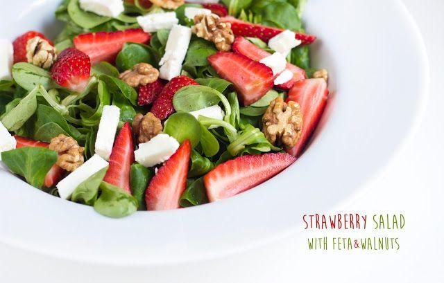 Bez Papriky: Salát s jahodami, sýrem feta a vlašskými ořechy